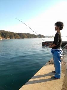 ユウキ釣りをする図-s